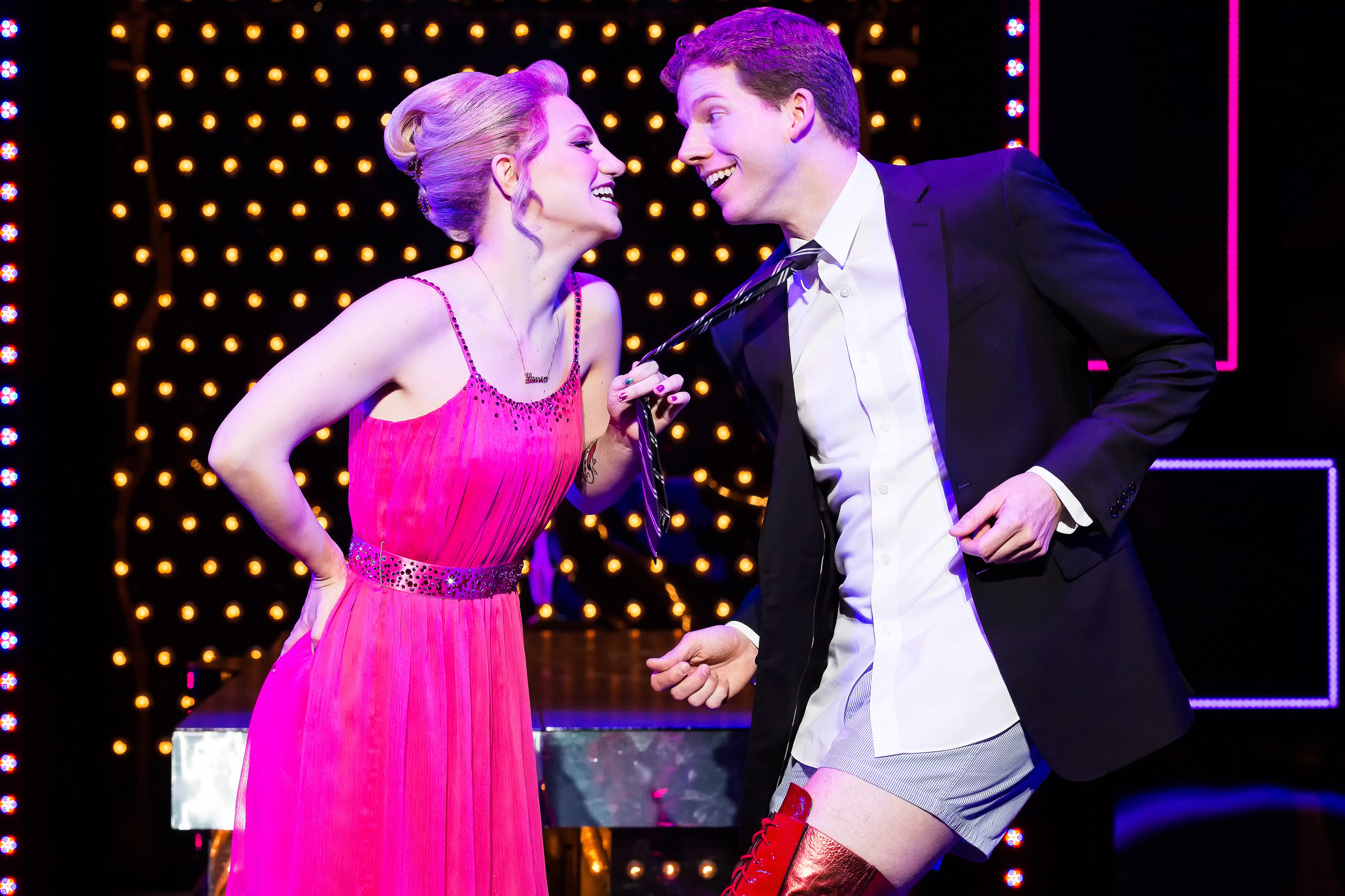 Regarde une feuille de personnage Kinky_Boots_Broadway_230_email_1